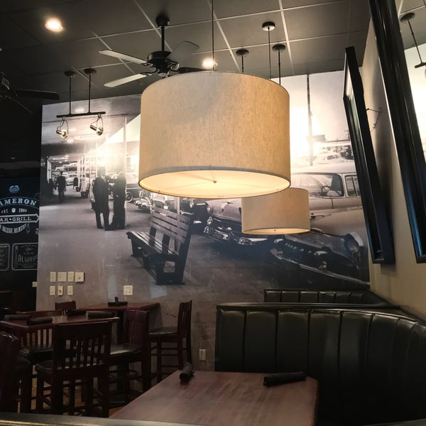 รูปภาพถ่ายที่ Cameron Bar & Grill โดย Christian A. เมื่อ 9/6/2017