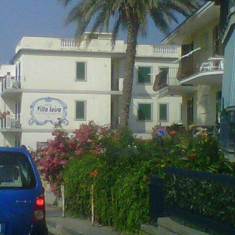 7/27/2013 tarihinde Vittorio C.ziyaretçi tarafından Hotel Villa Luisa'de çekilen fotoğraf