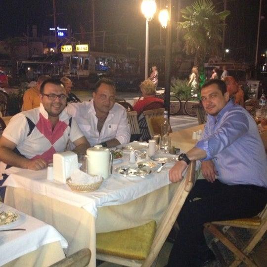 Foto scattata a Neighbours Restaurant da UĞUR SAYAR 🐞🇹🇷 il 10/6/2012