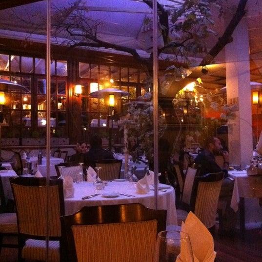 Foto tomada en Trilye Restaurant por Arzu K. el 10/27/2012