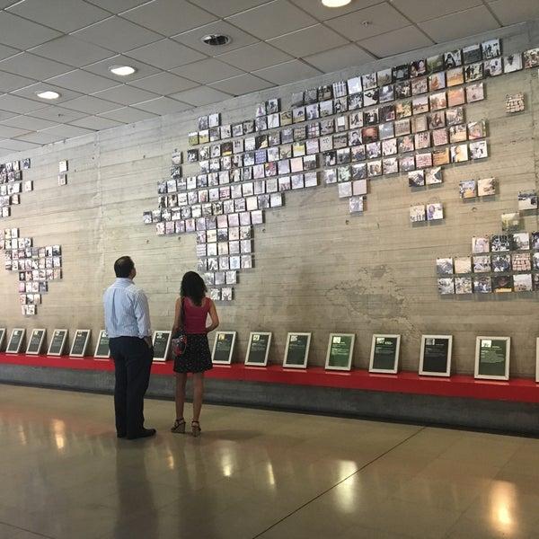 Foto diambil di Museo de la Memoria y los Derechos Humanos oleh Ernesto M. pada 2/3/2017