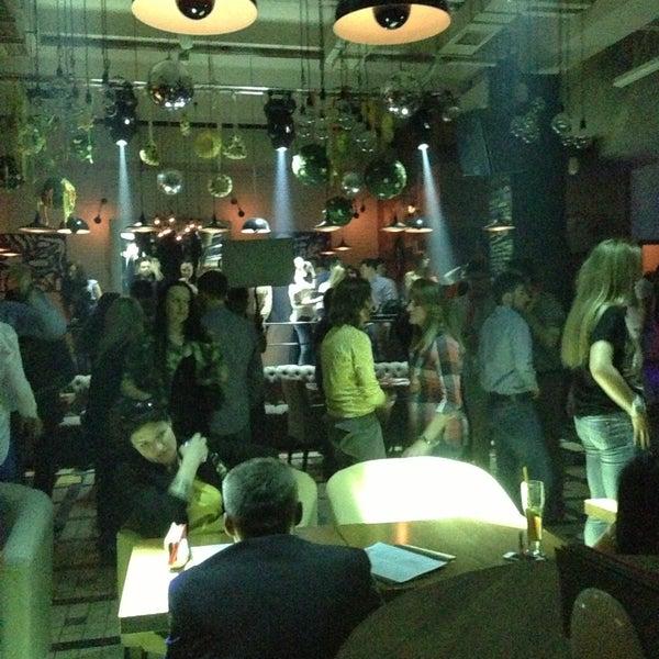 รูปภาพถ่ายที่ Moska Bar โดย Ilya K. เมื่อ 5/2/2013