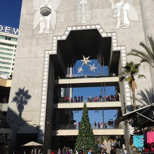 รูปภาพถ่ายที่ Hollywood & Highland Center โดย Veronica G. เมื่อ 1/1/2013