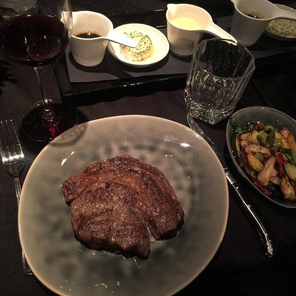 Foto tirada no(a) HEART Restaurant & Bar por Burak em 7/26/2016