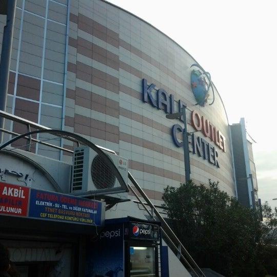 Foto scattata a Kale Outlet Center da Abdalla A. il 11/26/2012