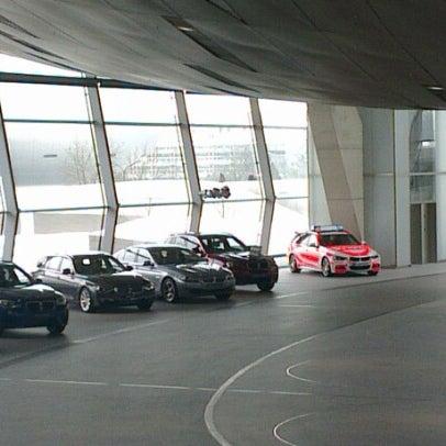 Foto tirada no(a) BMW Welt por Alexander D. em 1/26/2013