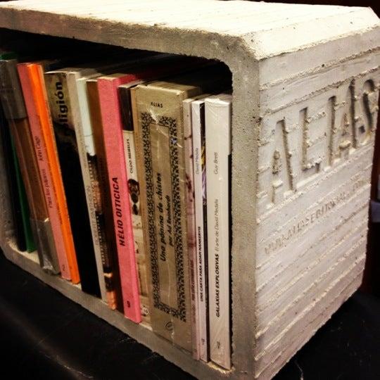 En la librería de Profética encuentras todos los libros de Alias editorial: libros  muy baratos sobre artistas contemporáneos como Orozco, Cage, Picabia, etc.