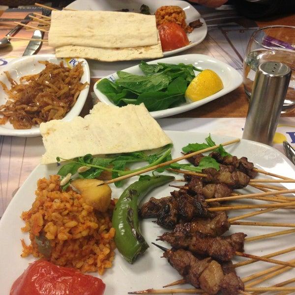 Foto diambil di Topçu Restaurant oleh Zeynep Özlem K. pada 3/12/2013