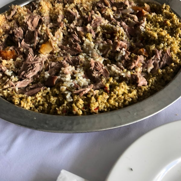 Das Foto wurde bei Seraf Restaurant von Altuğ am 9/28/2019 aufgenommen
