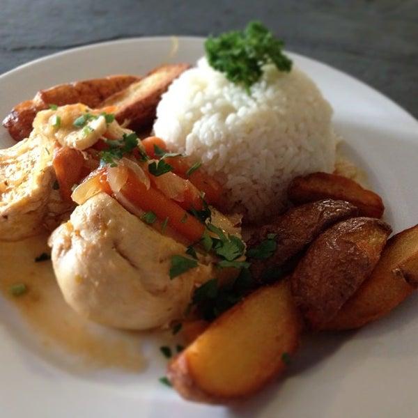 4/30/2013にPlaza Victoria / Café gastrobarがPlaza Victoriaで撮った写真