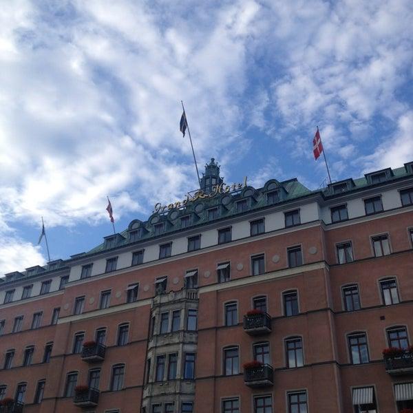 Foto tirada no(a) Grand Hôtel Stockholm por Mikhail R. em 7/27/2013