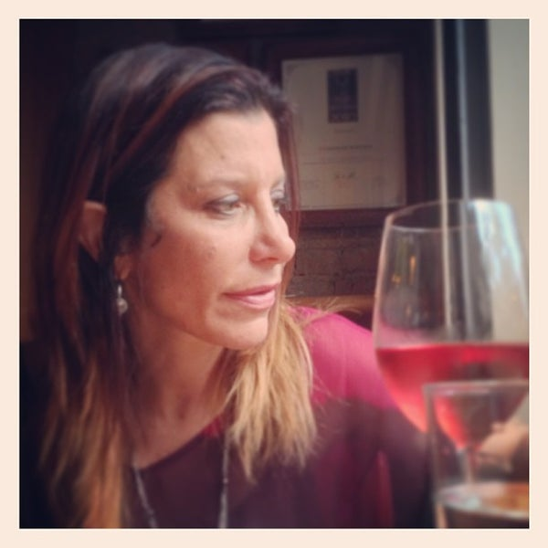 Foto scattata a Stonehome Wine Bar & Restaurant da Kevin K. il 6/8/2013
