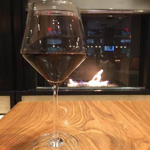 Снимок сделан в SOUTHGATE Bar & Restaurant пользователем Jennifer-Lyn T. 5/29/2017