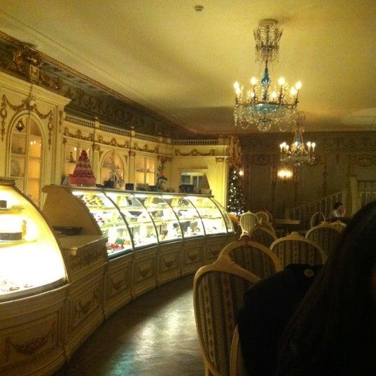12/13/2012 tarihinde Умахан У.ziyaretçi tarafından Cafe Pushkin'de çekilen fotoğraf