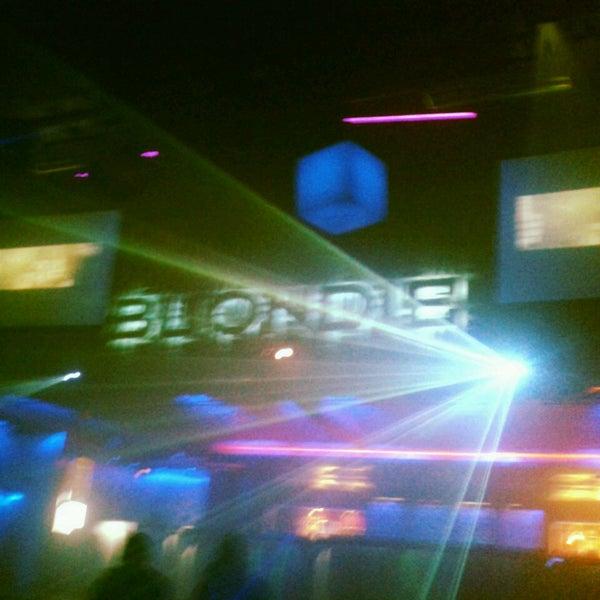รูปภาพถ่ายที่ BLONDIE โดย Sofía B. เมื่อ 5/5/2013