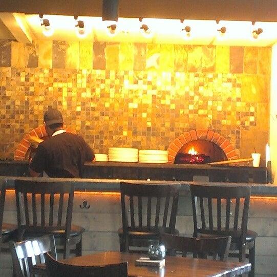 รูปภาพถ่ายที่ Fire Stone Wood Fired Pizza & Grill โดย Dee Z. เมื่อ 5/31/2013