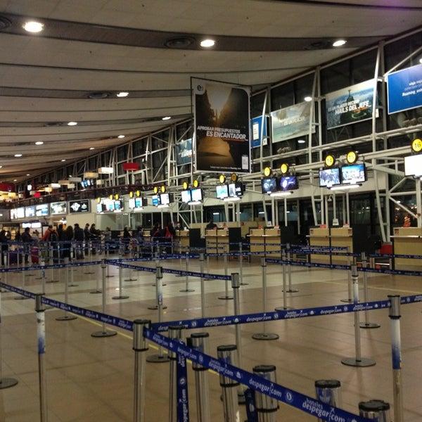 Foto tomada en Aeropuerto Internacional Comodoro Arturo Merino Benítez (SCL) por Ignacio G. el 7/8/2013