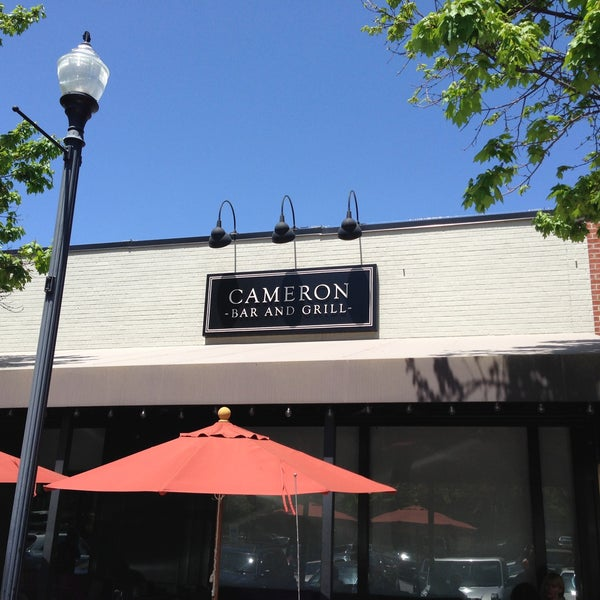 รูปภาพถ่ายที่ Cameron Bar & Grill โดย Chris N. เมื่อ 4/26/2013