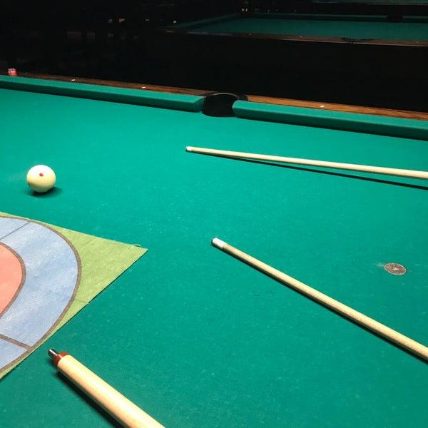 Foto tomada en Society Billiards + Bar por Mike el 6/10/2019