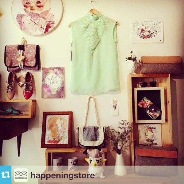 Das Foto wurde bei Happening Concept Store von Carla Q. am 6/20/2013 aufgenommen