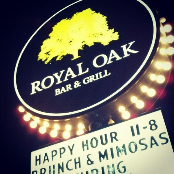 Das Foto wurde bei Royal Oak Bar and Grill von Nick E. am 2/24/2013 aufgenommen