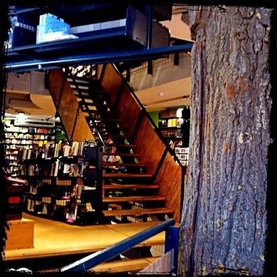 Foto tirada no(a) The American Book Center por Anna R. em 3/23/2012