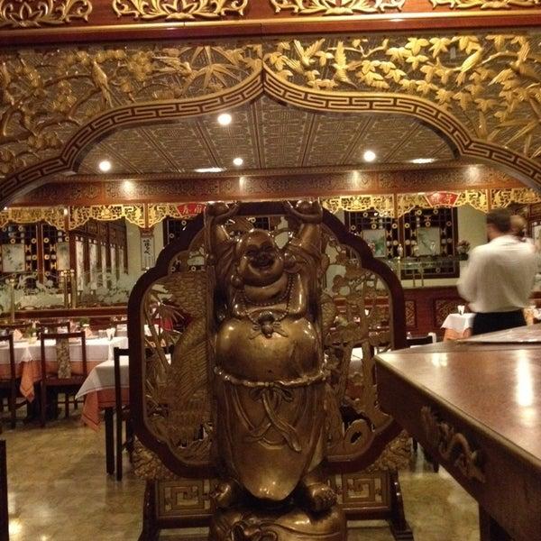 Снимок сделан в Golden Plaza Chinese Restaurant пользователем Yuri S. 11/5/2013