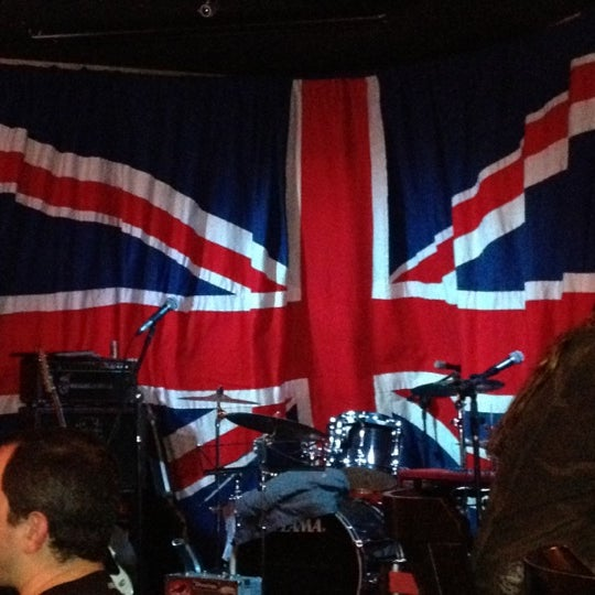 Снимок сделан в The Queen's Head пользователем Ramon F. 10/20/2012