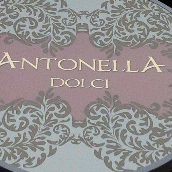 รูปภาพถ่ายที่ Antonella Dolci e Caffé โดย Christoph M. เมื่อ 3/10/2013