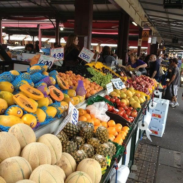 Foto diambil di Queen Victoria Market oleh KM Y. pada 1/12/2013