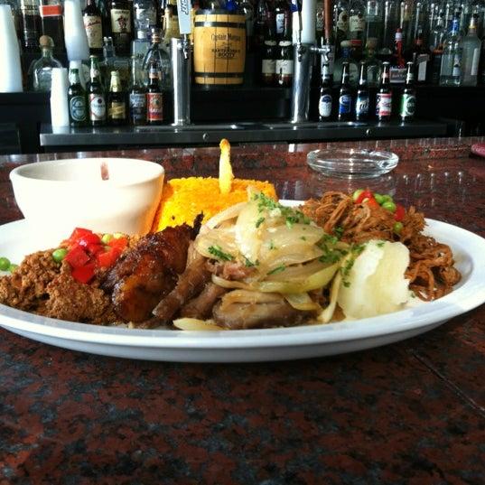 Foto diambil di El Meson de Pepe Restaurant & Bar oleh John M. pada 10/30/2012