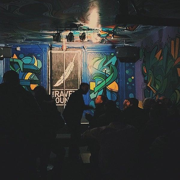 2/13/2015 tarihinde Andy O.ziyaretçi tarafından Raven Lounge'de çekilen fotoğraf