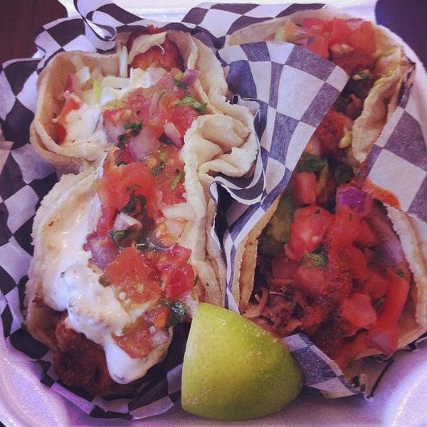 Снимок сделан в Seven Lives - Tacos y Mariscos пользователем Erin P. 1/24/2013