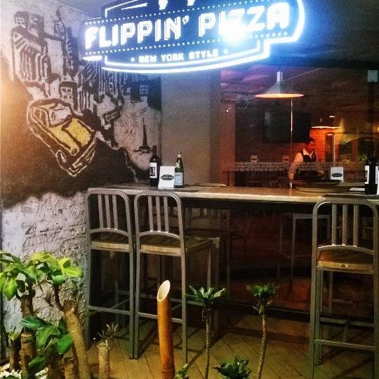 11/7/2014 tarihinde ChinousBziyaretçi tarafından Flippin' Pizza'de çekilen fotoğraf