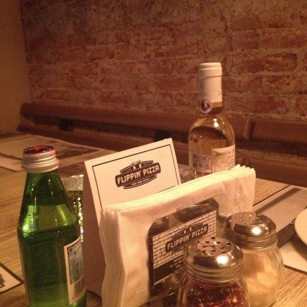 9/1/2013 tarihinde Jon Mikel I.ziyaretçi tarafından Flippin' Pizza'de çekilen fotoğraf