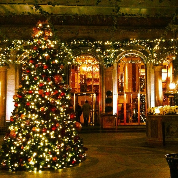 Foto scattata a Lotte New York Palace da Alfie il 12/12/2012