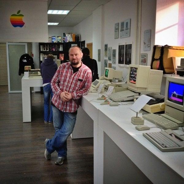10/13/2012에 Vasily C.님이 Moscow Apple Museum에서 찍은 사진