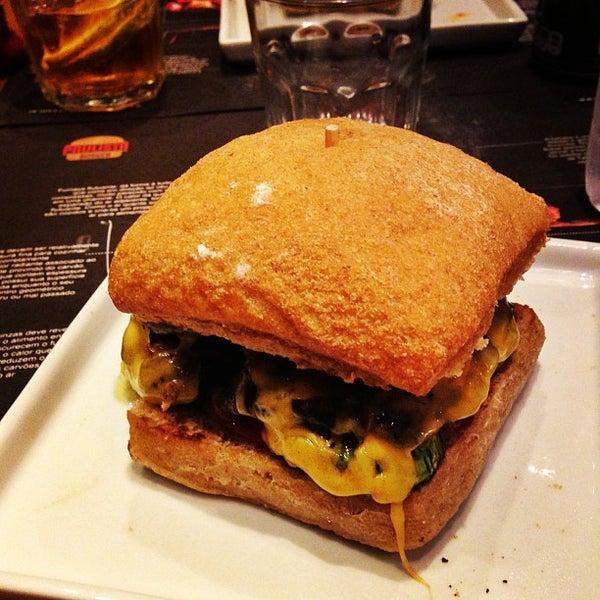 รูปภาพถ่ายที่ Paulista Burger โดย Thiago A. เมื่อ 8/13/2013