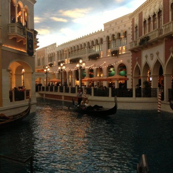 Foto tirada no(a) Venetian Resort & Casino por Ana Q. em 6/12/2013