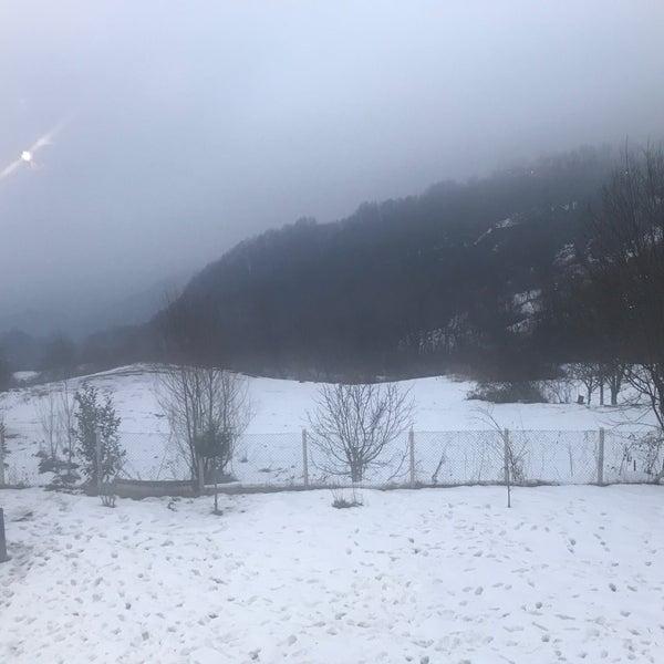 รูปภาพถ่ายที่ Cafer Usta Bolu Dağı Et Mangal โดย Ömer Ö. เมื่อ 1/28/2020