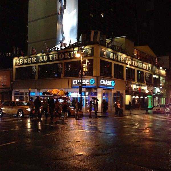 Foto diambil di Beer Authority NYC oleh Dale T. pada 4/20/2013