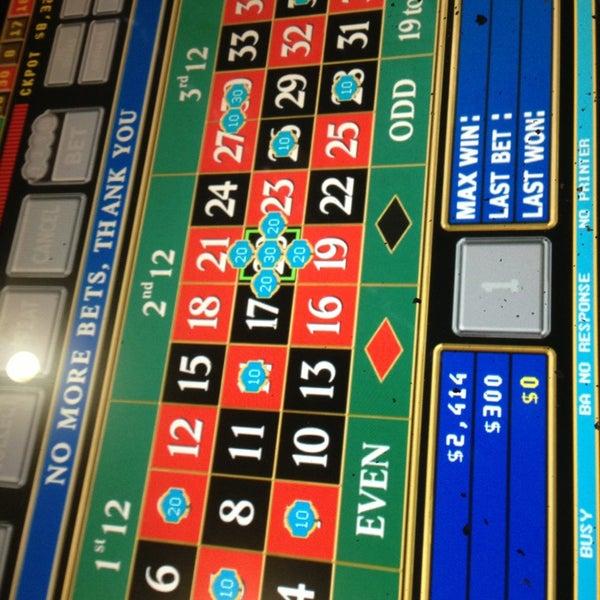 Das Foto wurde bei Casino Life von Nia S. am 3/4/2013 aufgenommen