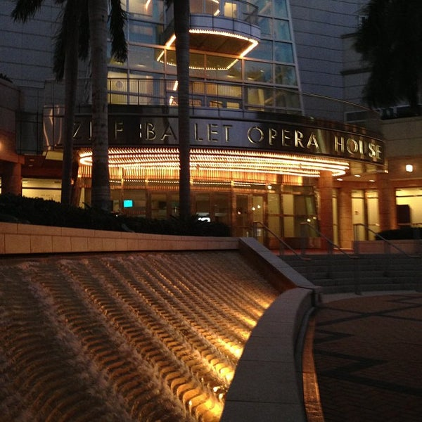 Foto tirada no(a) Adrienne Arsht Center for the Performing Arts por BJ S. em 10/13/2012