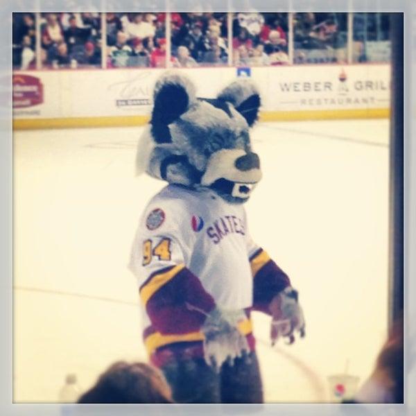 รูปภาพถ่ายที่ Allstate Arena โดย Monica B. เมื่อ 2/25/2013