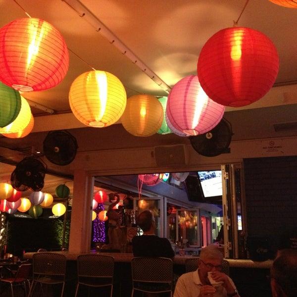 Photo prise au Rosie's Bar & Grill par Rick M. le6/4/2013