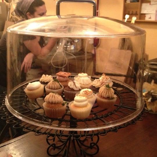 รูปภาพถ่ายที่ Prohibition Bakery โดย Biba C. เมื่อ 11/17/2012