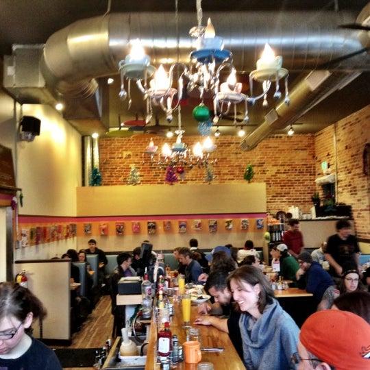 รูปภาพถ่ายที่ Jelly Cafe โดย Alicia B. เมื่อ 12/15/2012