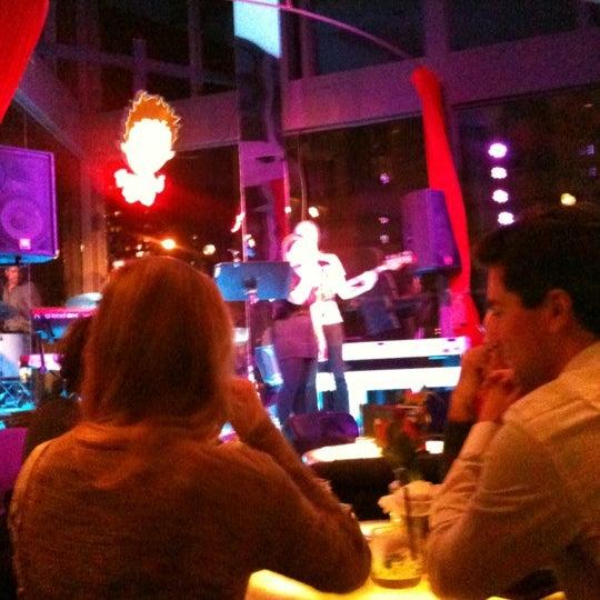 10/21/2012 tarihinde Alexandra K.ziyaretçi tarafından Toshi's Living Room'de çekilen fotoğraf