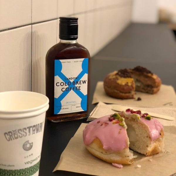 Foto diambil di Crosstown Doughnuts & Coffee oleh .Jay .. pada 10/15/2018