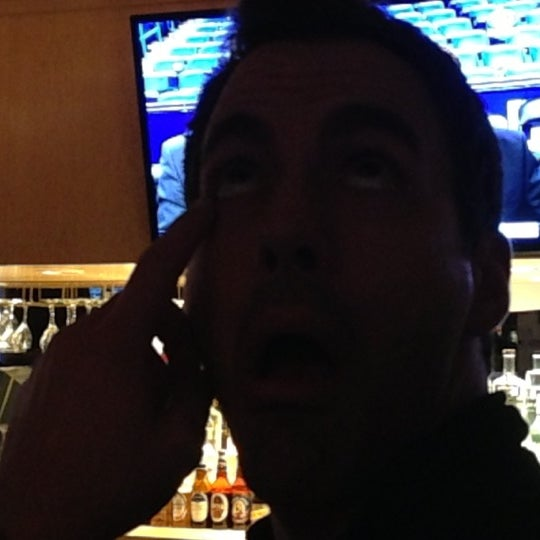Foto tirada no(a) Huberts Sports Bar & Grill por Mitch C. em 12/15/2012